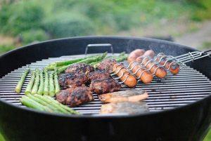 על האש עם המשפחה: מנות בשר קלילות ומהירות יש למנגל